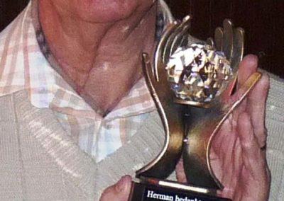 15 april 2011 -14- Corrie bedankt Herman
